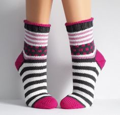 - The world's most private search engine Knitting Socks, Hand Knitting, Knitting Patterns, Knitted Heart, Knitted Bags, Lots Of Socks, Cozy Socks, Knitted Slippers, Baby Booties