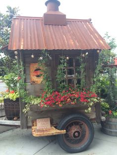Fun She Shed Conversion Ideas Shed Conversion Ideas, Home And Garden Store, Deco Originale, Potting Sheds, She Sheds, Farm Stand, Outdoor Living, Outdoor Decor, Shed Plans