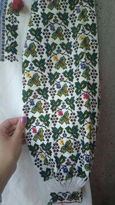 Romanian Girls, Pakistani Dresses Casual, Kurti Neck Designs, Folk Costume, Ethnic Fashion, Embroidery Stitches, Floral Tie, Cross Stitch, Sewing