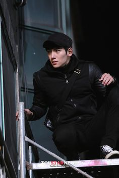 """Actor Ji Chang Wook who is making his return through KBS Mon-Tues drama """"Healer"""" shows off realistic action of a different level. Ji Chang Wook Abs, Ji Chang Wook Healer, Ji Chan Wook, Asian Actors, Korean Actors, Korean Dramas, Healer Korean, Korean Celebrities, Celebs"""