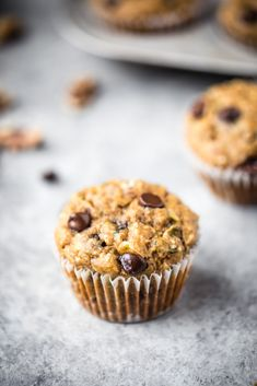 Healthy zucchini banana muffins packed with shredded zucchini, banana, heart-healthy walnuts, coconu Healthy Muffins, Healthy Snacks For Diabetics, Healthy Foods To Eat, Healthy Desserts, Easy Desserts, Healthy Kids, Banana Zucchini Muffins, Zucchini Cake, Salads