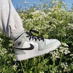 Jordan Shoes Girls, Girls Shoes, Sneakers Mode, Sneakers Fashion, White Nike Shoes, Aesthetic Shoes, Hype Shoes, Fresh Shoes, School Shoes