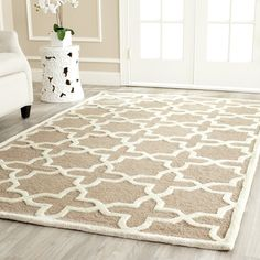 Safavieh Cambridge Collection CAM125J Handmade Beige and Ivory Wool Square Area Rug, 4-Feet: Amazon.ca: Maison et Cuisine