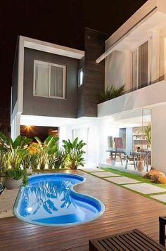 Ter uma piscina no quintal de casa, digamos, que não seja mais um privilégio exclusivo de quem tem muito dinheiro ou um grande espaço no quintal…
