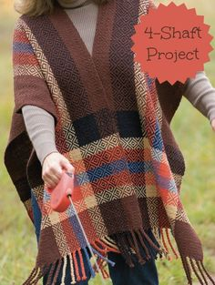 Get the draft for this 4-shaft weaving project free on Weaving Today! This ruana is perfect for keeping that autumn chill at bay.