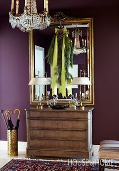 Find traditional Christmas decorating ideas that take Christmas back to the classics, like gold accents, tartan and rich colors. Brinjal Farrow And Ball, Farrow Ball, Salons Violet, Hallway Decorating, Decorating Ideas, Decor Ideas, Purple Interior, Design Blog, Design Design