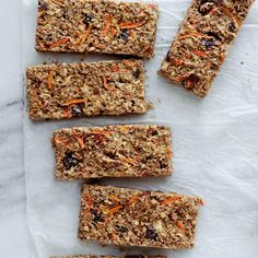 Ricardo& recipe for a breakfast bar with apple and carrot Breakfast Bars, Breakfast Recipes, Breakfast Ideas, Gourmet Recipes, Snack Recipes, Cooking Rolled Oats, Calories In Vegetables, Ricardo Recipe, Carrot Recipes