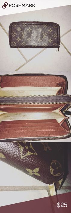 Look a like Louis Vuitton wallet Looks just like the real wallet. This is not a genuine Louis Vuitton Vintage Bags Wallets