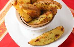 Πατάτες με μυρωδικά και σκόρδο Συνοδεύει ιδανικά κάθε πιάτο με κρέας ή ψάρι.