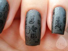 Black rose gloss on matte nails #manicure