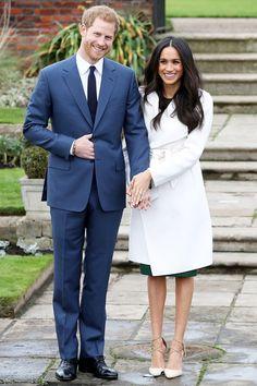 Принц Гарри и Меган Маркл с помолвочным кольцом на фотоколле в Лондоне