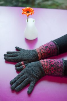 Ravelry: Iontach's Exactly right and left - gloves with the wrister pattern