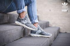 Online only! Kein Revival wurde so gefeiert wie das des adidas Tubular! Der Kultrunner der 90er präsentiert sich erstmals in einer Primeknit-Version und pusht Komfort und Style gen Limit. Die nahtlose Konstruktion bietet eine ideale Passform gepaart mit hervorragendem Halt. Die von Reifenschläuchen inspirierte Sohle macht diesen Runner einfach charakterstark. Sizerun: 39 1/3-44 Preis: 139,99 Euro #snipes #snipesknows #sneaker #adidas #tubular #adidastubular #tubularrunner