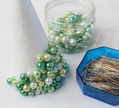 Do a Christmas tree with beads