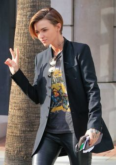Ruby Rose Gives the Peace Sign in Los Angeles - Pictures