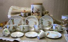Servizio da colazione  in porcellana dipinto a mano  I soggetti che ho dipinto  sono  riproduzioni di disegni di Nicolaz Le Corre,  Brucero, Brian Froud, Pascal Moguérou