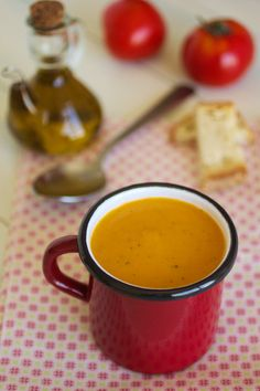Cinco Quartos de Laranja: Sopa de abóbora e tomate assados com manjericão