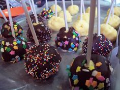 CHEESECAKE POPS! Omg my favorite food on a STICK. haha.