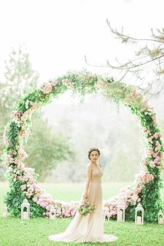 romantic pink floral wreath wedding backdrop ideas