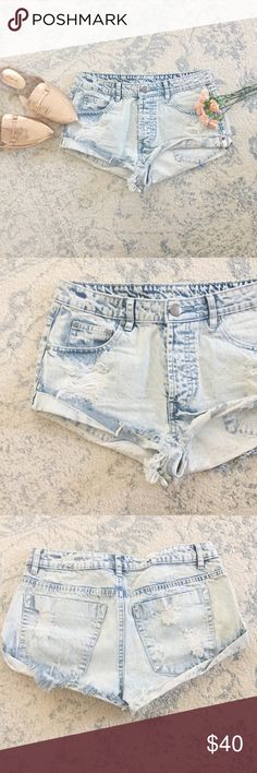 "Acid Wash Cutoff Shorts These acid wash cutoffs are super trendy and perfect for those hot summer days!  Worn once, a little short for my tastes!  c o n t e n t + 100% cotton  c o l o r + light acid wash  h o s t p i c k +   m e a s u r e m e n t s ✂️ + 2"" inseam + 29"" waist  m e 💄 5'4"" 