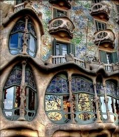10 Things to Do in Barcelona, Spain Verschieden Oberlichter<br> Barcelona, Spain is of sights, events, and activities for visitors. Here are 10 things to do while in Barcelona. Disney World Planning, Disney World Trip, Disney Worlds, Disney Vacations, Disney Parks, Walt Disney, Summer Art Projects, Disney Dining Plan, Amazing Buildings