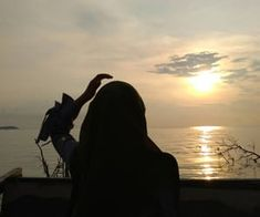 gambar aesthetic, asian girl, and icon Cute Couple Pictures, Cool Pictures, Girl Photo Poses, Cute Girl Poses, Friend Poses Photography, Shadow Pictures, Profile Pictures Instagram, Cute Couple Art, Islamic Girl