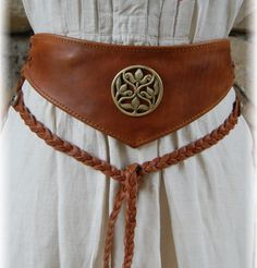 http://www.echoppemedievale.com/2714/ceinture-medievale-a-medaillon.jpg