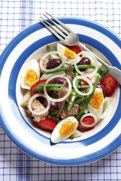 Easy Food Recipes and Cooking - Nicoise Salad 4 Portions Healthy Recipes On A Budget, Budget Meals, Healthy Food, Nicoise Salad, Caprese Salad, Good Food, Yummy Food, Baby Potatoes, Tuna