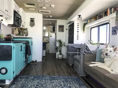 Motorhome Remodel Tips: Furniture and Dinette remodel dinette Life Among Pines: Five Simple Projects to Spruce Up Your RV Interior Motorhome Interior, Rv Interior, Interior Design, Interior Ideas, Condo Design, Design Design, House Design, Home Improvement Loans, Home Improvement Projects