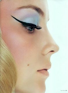 pastel eye shadow and a strong cat eye