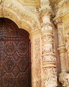 La mitad del finde se ha pasado hay que aprovechar lo que queda  #Astorga #catedral #leon #cylesvida #estaes_leon #igersspain #igersleon . . . . . . . .  #barroco #picoftheday #photography #photooftheday #door #saturday #puerta #instarquitetura #church #baroque #monumentalspain #like4like #travel #ig_europe #ig_leon #arquitecture #arquitectura #art #travels #finde #viajar #instadoor