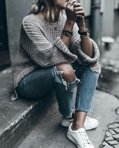 Simple sweater+ordinary jeans= truly stylish modest, but stylish fall outfit. Fall-Winter Outfits Ideas for . Look Fashion, Autumn Fashion, Fashion Outfits, Womens Fashion, Fashion Trends, Street Fashion, Fashion Ideas, Feminine Fashion, Fashion Fashion