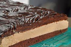 Prajitura Rigo Jancsi, pentru noi toti, iubitorii de ciocolata!!!! :D Este o prajitura incredibil de fina si gustoasa!!! Ingrediente pentru un blat cacao (avem nevoie de 2 blaturi): - 4 oua - 4 linguri zahar - 2 linguri apa rece - 2 linguri cacao, cu varf - 4 linguri pline cu faina - 2 lingurite praf de copt Pentru crema: - 500 ml smantana dulce pentru frisca - 400 g ciocolata cu lapte/amaruie - 2 lingurite ness cafe (optional) Pentru glazura: - 200 g ciocolata cu lapte, topita - 2 lingu...
