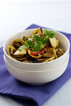 Stir-Fried Clams with Black Bean Sauce (豉椒炒蜆) from Christine's Recipes