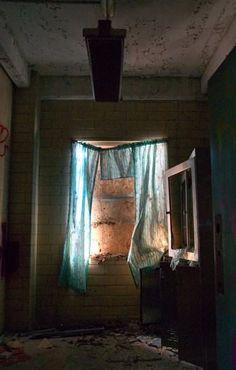 Curtains - Photo of the Abandoned Philadelphia State Hospital (Byberry) Abandoned Asylums, Abandoned Places, Philadelphia, Scary, Sleep Paralysis, Curtains, Hospitals, Aesthetics, Memories