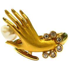 Delicate and Chic Carrera y Carrera Sensuous Diamond Gold Hand Ring 80s Jewelry, Hand Jewelry, Antique Jewelry, Jewelry Gifts, Vintage Jewelry, Jewellery, Gold Hand Ring, Diamond Rings For Sale, Elephant Jewelry