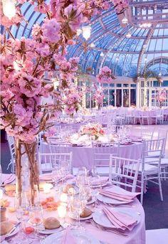 Salle de réception sous verre mariage rose