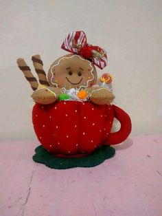 Just the picture, but. Gingerbread Crafts, Christmas Gingerbread Men, Gingerbread Decorations, Christmas Clay, Christmas Projects, Elf Christmas Decorations, Whimsical Christmas, Felt Crafts, Christmas Crafts
