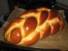 """Elindult a húsvéti előképzés. Régi vágyunk egy olyan igazi """"békebeli"""", foszlós fonott kalács készítése. Sokszor csinálunk kalácsot, de megmo..."""
