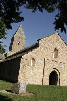 Brancion entre Tournus et Cluny ©D. Architecture Romane, Architecture Design, Architecture Religieuse, Chapelle, Monuments, Religion, French, Mansions, History