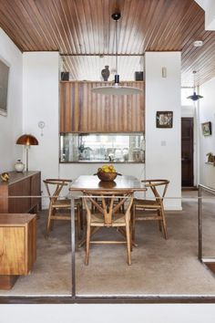 Our edit of midcentury modern style dining rooms on Pinterest celebrates dining – on a modest scale. From Japandi-infused spaces with teak furniture and shoji screens to bold, modernist colour-blocked spaces centring around lighting pendants, this edit marries form and function with just a touch of nostalgia. Photography: The Modern House #midcentury #midcenturymodern #modernism #modernist #diningroom Wood Block Flooring, 1960s House, Timber Panelling, Wood Paneling, Front Courtyard, Teak Furniture, Built In Wardrobe, Midcentury Modern, Living Spaces