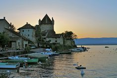 » …Y entre los pueblos más bellos de Francia, Yvoire Viajes – 101lugaresincreibles -