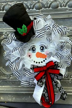 All you need to make a cute snowman wreath like this is a wreath form, two rolls of 10