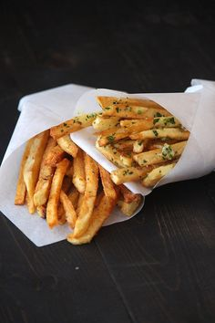 French Fries - Two Ways. Garlic Fries and Seasoned Fries. I Love Food, Good Food, Yummy Food, Yummy Yummy, Delish, Healthy Food, Food For Thought, Desserts Français, Seasoned Fries