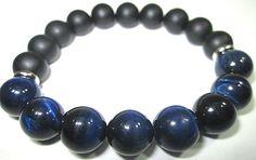 Bracelet fait de pierres fines oeil de tigre bleu et onyx 10mm de la boutique BijouxDesignselect sur Etsy
