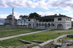 7: Το Βυζαντινό Μουσείο  Βρίσκεται στην ακρόπολη Ιτς Καλέ. Εκτίθενται ευρήματα από την βυζαντινή και την μεταβυζαντινή κυρίως περίοδο, γλυπτά, νομίσματα, αλλά και κειμήλια, εικόνες και άλλα αντικείμενα από τον 16ο ως τον 19ο αιώνα.