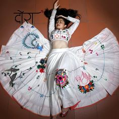 When WHITE spells The MAGIC . Semi traditional chaniya choli & jwellery,bags ,juttis and more . Lehenga Choli Designs, Chaniya Choli Designer, Garba Chaniya Choli, Garba Dress, Navratri Dress, Lehga Choli, Indian Lehenga, Dress Indian Style, Indian Dresses