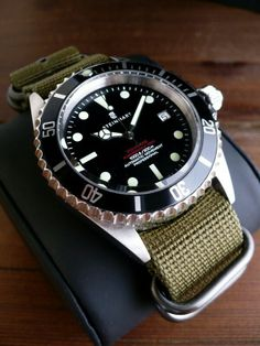 Steinhart Ocean One Vintage Red Men's Watches, Cool Watches, Watches For Men, Stylish Watches, Luxury Watches, Vintage Rolex, Vintage Watches, Steinhart Watch, Affordable Watches