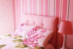 As cabeceira de cama são um ponto importante para conseguir um quarto acolhedor..veja como!  https://www.homify.pt/livros_de_ideias/26194/5-cabeceiras-de-cama-originais-e-coloridas