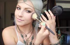 DIY Makeup Tutorials : MAC Mineralize Skinfinish in Center of the Universe Easy Diy Makeup, Diy Makeup Storage, How To Do Makeup, Makeup Organization, Simple Makeup, Music Festival Makeup, Festival Makeup Glitter, Makeup Tutorial 2017, Makeup Tutorials